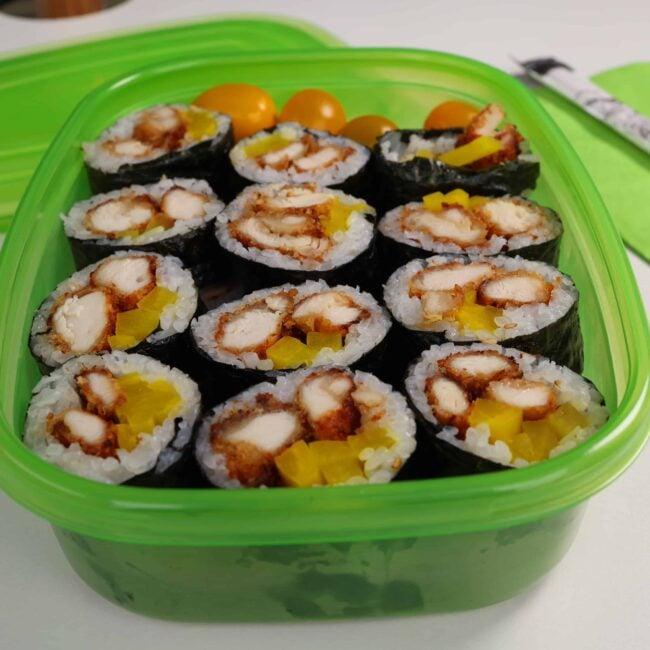 Chicken gimbap (Dakgogi-gimbap: 닭고기김밥)