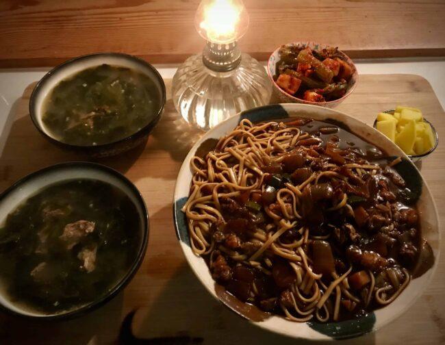 Jaengban jjajangmyeon (Noodles and black bean sauce platter)!